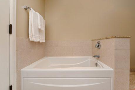 Bathroom6 (2)
