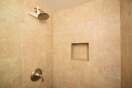 Papakea K203 guest bathroom shower
