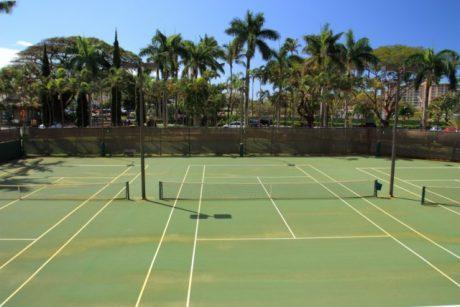 Kaan._Shores_tennis_courts [640x480]