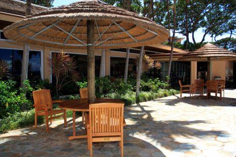 Mahana_table_chairs