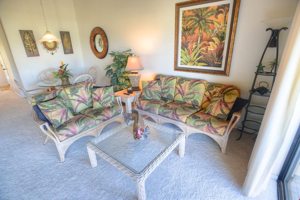 Maui kamaole j 206 spacious lanai ocean view maui for Affordable furniture maui