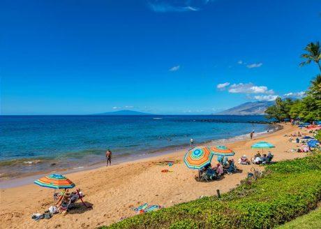 Wailea Elua is situated on a white sandy beach - 4 min. walk.