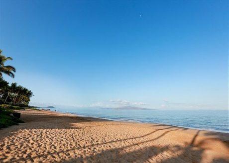 Keawakapu Beach is a short stroll from Palms at Wailea.