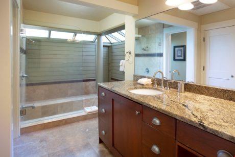 Bay Villa 37G4 Guest Bathroom