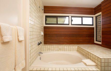 Kapalua Ridge Villa 1222 - Master Bathroom Tub