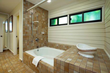 Kapalua Ridge Villa 414 - Guest Bathroom Tub