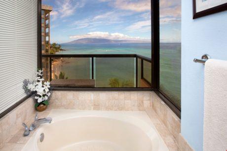 Sands of Kahana 272- Master Bathroom Tub