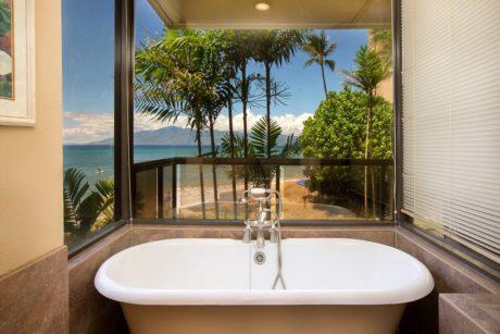 Sands of Kahana 315 - Master Bathroom Tub