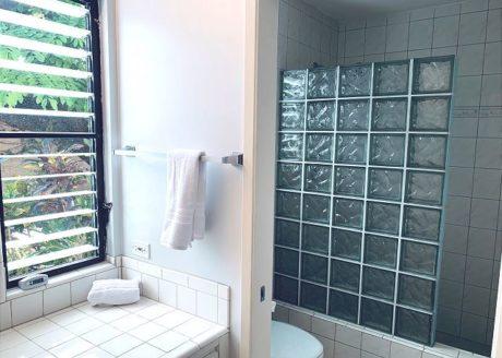 Master Bathroom: Walk-in Shower